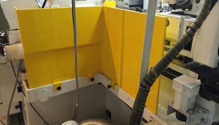 安全カバー(研磨機用カバー) 安全対策と、粉塵の飛散防止用に制作しました。