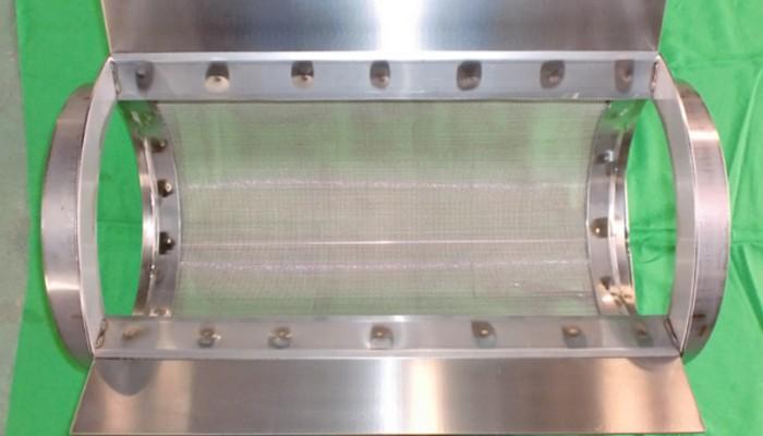ステンレス製ストレーナー3 食品を投入し水を切るために使用します。現場の形状に合わせて制作することができます。