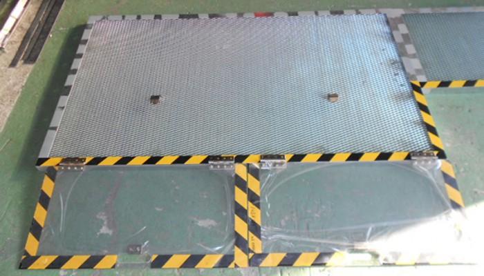 安全カバー(コンベア用カバー)現場調査から提案製作、取り付けまでを行います。