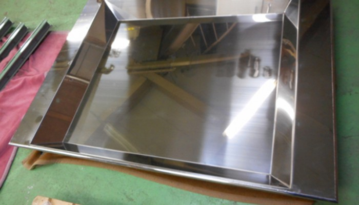 ステンレス受け皿ゴム製品を整形する設備のゴムカスを受けるために使用いたします。