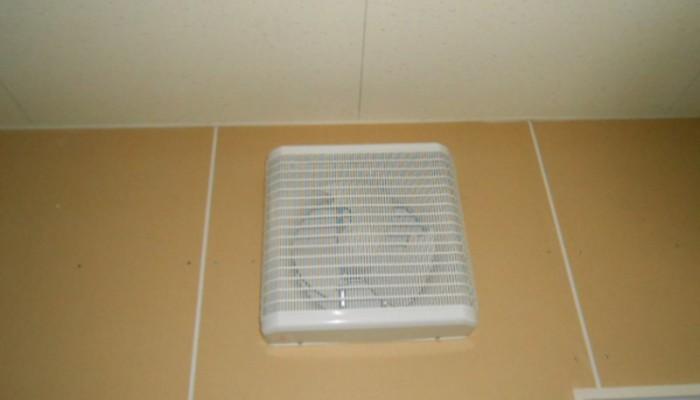 換気扇取付市販品換気扇取付。現場調査を行い選定し取付けいたします。