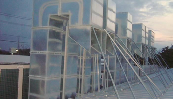 排気ダクト5大型の塗装ブース用排気ダクト。ダクトのサイズも大きくなりました。 がっちり固定します。