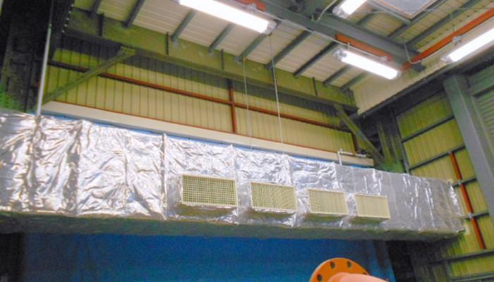 ダクト保温工事保温を施すことで、熱の放出を軽減し、冷房や暖房を効率良く稼働し、結露対策にも効果があります。