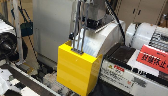 安全カバー(研磨機磁石部カバー) 磁石部にカバーを設置することで、回転中の安全対策を行いました。