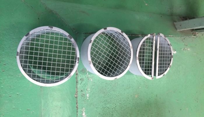 防鳥網製作スパイラルダクト用排気口網。ダクト内に鳥が入らないように取付けします。