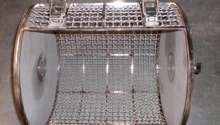 ステンレス製洗浄カゴ1 円筒形の洗浄カゴです。設備に合わせた形で製作することができます。